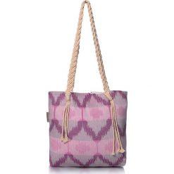 """Torba plażowa """"Ripple"""" w kolorze fioletowo-różowym - 40 x 50 cm. Czerwone shopper bag damskie Begonville, z bawełny. W wyprzedaży za 108,95 zł."""