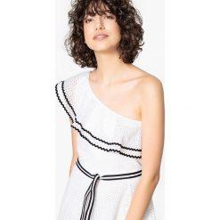 Sukienki: Sukienka taliowana z asymetrycznym dekoltem z falbankami