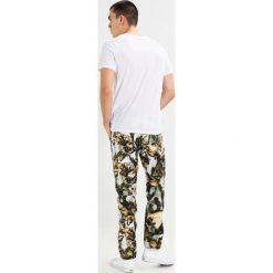 Chinosy męskie: GStar PHARRELL WILLIAMS ELWOOD X25 3D  Spodnie materiałowe milk/chipmunk/earth