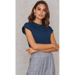 Rut&Circle Klasyczny T-shirt Ellen - Navy. Niebieskie t-shirty damskie Rut&Circle, z klasycznym kołnierzykiem. Za 80,95 zł.