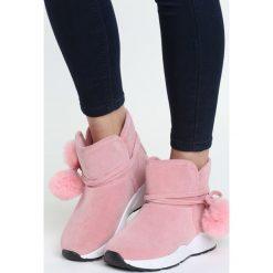 Różowe Śniegowce Diamond Heart. Czerwone buty zimowe damskie marki Born2be, z tworzywa sztucznego, na niskim obcasie. Za 49,99 zł.