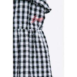 Guess Jeans - Top dziecięcy 118-175 cm. Szare bluzki dziewczęce bawełniane marki Guess Jeans, z aplikacjami. W wyprzedaży za 119,90 zł.