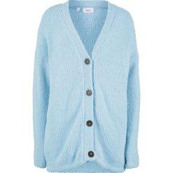Sweter rozpinany z puszystej przędzy bonprix pudrowy niebieski. Niebieskie kardigany damskie marki bonprix. Za 74,99 zł.