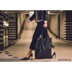 Bardzo duża czarna torba zamszowa. Czarne torebki klasyczne damskie Pakamera, z zamszu, duże, zamszowe. Za 179,00 zł.