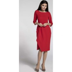 Czerwona Elegancka Sukienka z Zakładanym Dołem. Czerwone sukienki asymetryczne marki Molly.pl, do pracy, l, biznesowe, z asymetrycznym kołnierzem, midi. W wyprzedaży za 139,41 zł.