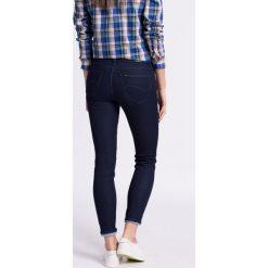 Lee - Jeansy L526AYNA Scarlett Electric Blue. Niebieskie jeansy damskie Lee, z aplikacjami, z bawełny, z obniżonym stanem. W wyprzedaży za 219,90 zł.
