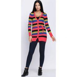 Czarno-Koralowy Sweter Miracles. Czarne kardigany damskie marki Born2be, l, w kolorowe wzory. Za 29,99 zł.