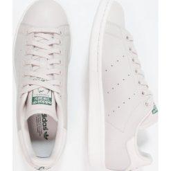 Adidas Originals STAN SMITH Tenisówki i Trampki chalk pearl/core green. Białe tenisówki damskie adidas Originals, z materiału. Za 399,00 zł.