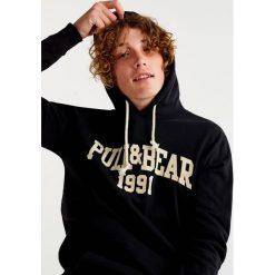 Bluza z logo Pull&Bear. Czarne bluzy męskie rozpinane marki Pull&Bear, m. Za 89,90 zł.