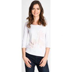 Bluzki damskie: Biała bluzka z delikatnym kwiatowym wzorem QUIOSQUE