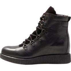 Unisa CLAUS Botki na koturnie black. Czarne botki damskie skórzane marki Unisa, na koturnie, na sznurówki. Za 629,00 zł.