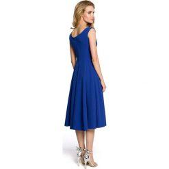 IVY Koktajlowa sukienka z klinów - chabrowa. Niebieskie sukienki rozkloszowane marki Moe, dekolt w kształcie v, bez rękawów. Za 198,00 zł.