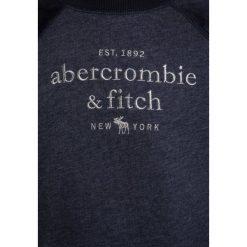 Abercrombie & Fitch MIX CREW  Bluza navy. Niebieskie bluzy chłopięce Abercrombie & Fitch, z bawełny. Za 159,00 zł.
