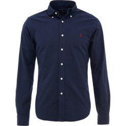 Polo Ralph Lauren OXFORD SLIM FIT Koszula navy. Szare koszule męskie slim marki Polo Ralph Lauren, l, z bawełny, button down, z długim rękawem. Za 459,00 zł.