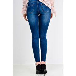 Jeansy damskie: Ciemne spodnie jeans rurki