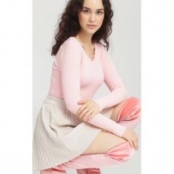 Różowy Sweter Live Out. Czerwone swetry klasyczne damskie other, uniwersalny. Za 39,99 zł.