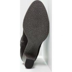 S.Oliver RED LABEL Botki black. Czarne buty zimowe damskie marki s.Oliver RED LABEL, z materiału, klasyczne. W wyprzedaży za 223,20 zł.