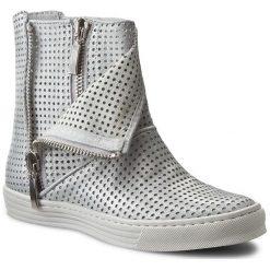 Botki CARINII - B3578 Dave Met.Su 6651/037. Szare buty zimowe damskie Carinii, z nubiku. W wyprzedaży za 259,00 zł.