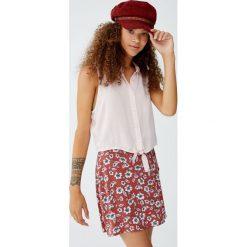 Gładka koszula bez rękawów, z węzłem. Czerwone koszule damskie marki Pull&Bear, bez rękawów. Za 49,90 zł.