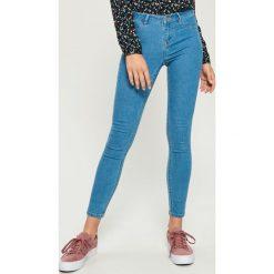 Jeansy skinny mid waist - Niebieski. Niebieskie spodnie z wysokim stanem Sinsay, z jeansu. Za 39,99 zł.
