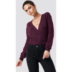 NA-KD Trend Sweter z kopertowym dekoltem - Red. Czerwone swetry klasyczne damskie NA-KD Trend. Za 121,95 zł.
