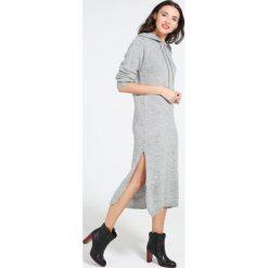 Sukienka - 4-6048 GRI CH. Szare sukienki dzianinowe Unisono, uniwersalny, z kapturem, midi, proste. Za 69,00 zł.
