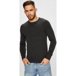Jack & Jones - Sweter. Czarne swetry klasyczne męskie marki Jack & Jones, l, z bawełny, z okrągłym kołnierzem. W wyprzedaży za 69,90 zł.