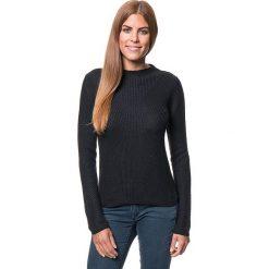 Sweter w kolorze czarnym. Czarne swetry klasyczne damskie marki Benetton, xs, z dzianiny, z okrągłym kołnierzem. W wyprzedaży za 129,95 zł.