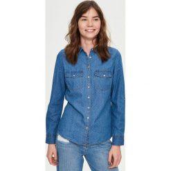 Jeansowa koszula - Niebieski. Niebieskie koszule jeansowe damskie marki Sinsay, l. W wyprzedaży za 29,99 zł.