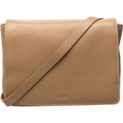 """Skórzana torebka """"Cary 11"""" w kolorze jasnobrązowym - 18 x 15 x 8 cm. Brązowe torebki klasyczne damskie BREE, w paski, z materiału. W wyprzedaży za 341,95 zł."""