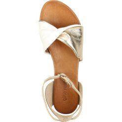 Sandały SANIKA. Żółte sandały damskie marki Gino Rossi, w paski, ze skóry, na płaskiej podeszwie. Za 169,90 zł.