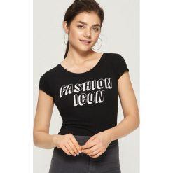 T-shirt Fashion icon - Czarny. Białe t-shirty damskie marki Sinsay, l, z napisami. Za 9,99 zł.