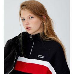 Bluza z suwakiem i panelami. Czarne bluzy damskie Pull&Bear. Za 89,90 zł.