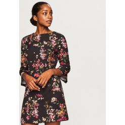 Sukienka w kwiaty - Czarny. Czarne sukienki marki Reserved, w kwiaty. Za 79,99 zł.