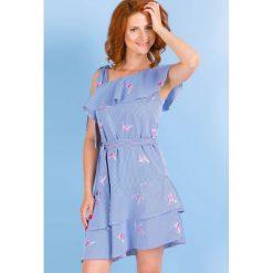 Prążkowana sukienka na lato. Niebieskie sukienki hiszpanki Monnari, na lato, z haftami, prążkowane, z krótkim rękawem, midi, dopasowane. Za 139,50 zł.