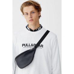 Bluza basic z logo. Białe bluzy męskie rozpinane Pull&Bear, m. Za 59,90 zł.