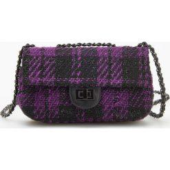 Torebka w kratę na łańcuszku - Fioletowy. Fioletowe torebki klasyczne damskie Reserved. W wyprzedaży za 59,99 zł.