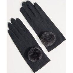 Wełniane rękawiczki z pomponem - Czarny. Czarne rękawiczki damskie Mohito, z wełny. Za 39,99 zł.