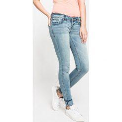 Superdry - Jeansy. Niebieskie jeansy damskie rurki Superdry. W wyprzedaży za 129,90 zł.