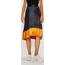 Vero Moda - Spódnica. Szare spódniczki Vero Moda, l, z poliesteru, midi, plisowane. Za 169,90 zł.