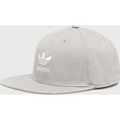 Adidas Originals - Czapka. Brązowe czapki z daszkiem damskie marki adidas Originals, z bawełny. Za 119,90 zł.