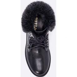 Bayla - Botki. Czarne buty zimowe damskie Bayla, z materiału, na obcasie, na sznurówki. W wyprzedaży za 159,90 zł.