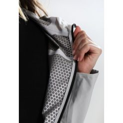 Colmar ILLUSION Kurtka hardshell pearl grey. Szare kurtki sportowe damskie marki Colmar, z elastanu. W wyprzedaży za 479,40 zł.