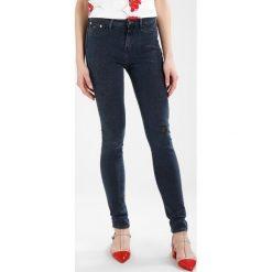 Denham NEEDLE  Jeans Skinny Fit blue denim. Niebieskie rurki damskie Denham. W wyprzedaży za 683,10 zł.