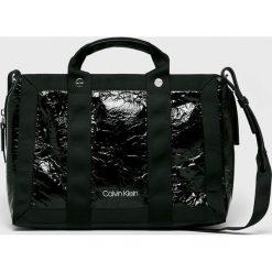 Calvin Klein - Torebka. Czarne torebki klasyczne damskie Calvin Klein, w paski, z materiału, duże. Za 649,90 zł.