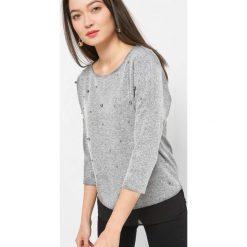 Lekki sweter z perełkami. Czarne swetry klasyczne damskie marki Orsay, xs, z bawełny, z dekoltem na plecach. Za 69,99 zł.