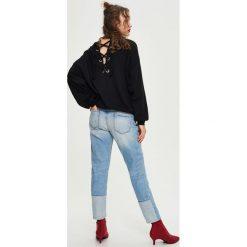 Bluzy rozpinane damskie: Bluza z wiązaniem na plecach - Czarny