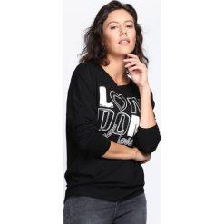 Czarna Bluzka Love For Fashion. Czarne bluzki longsleeves marki Born2be, l, z nadrukiem, z okrągłym kołnierzem. Za 44,99 zł.