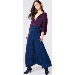 Płaszcze damskie pastelowe: NA-KD Trend Satynowa sukienka-płaszcz – Purple,Multicolor