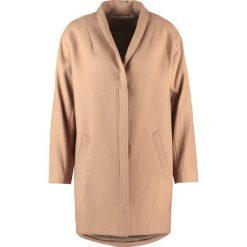 Rue de Femme COCOON  Krótki płaszcz camel. Brązowe płaszcze damskie wełniane marki Rue de Femme, m. W wyprzedaży za 503,30 zł.